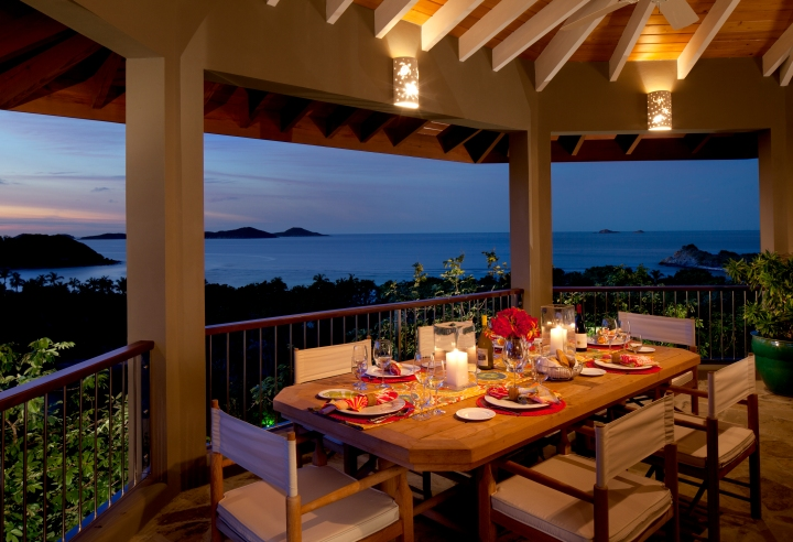 Villa-Outdoor-Dining